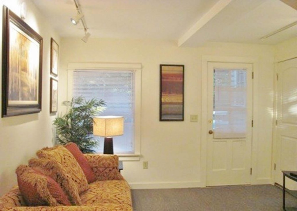 Student apartments for rent in Ithaca 102 Highland Place