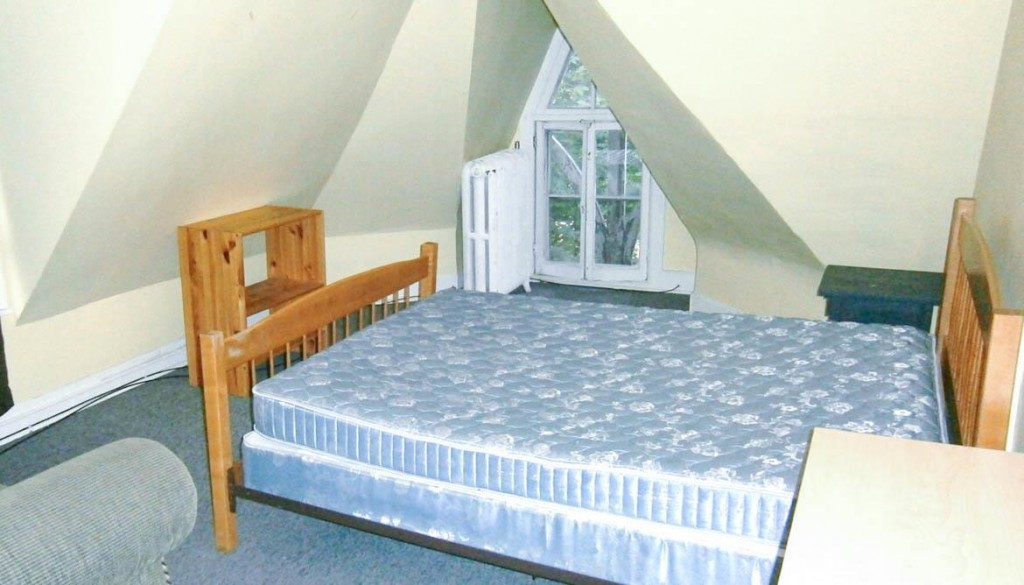 Student apartments for rent in Ithaca 105 Dewitt Place Apartment 7